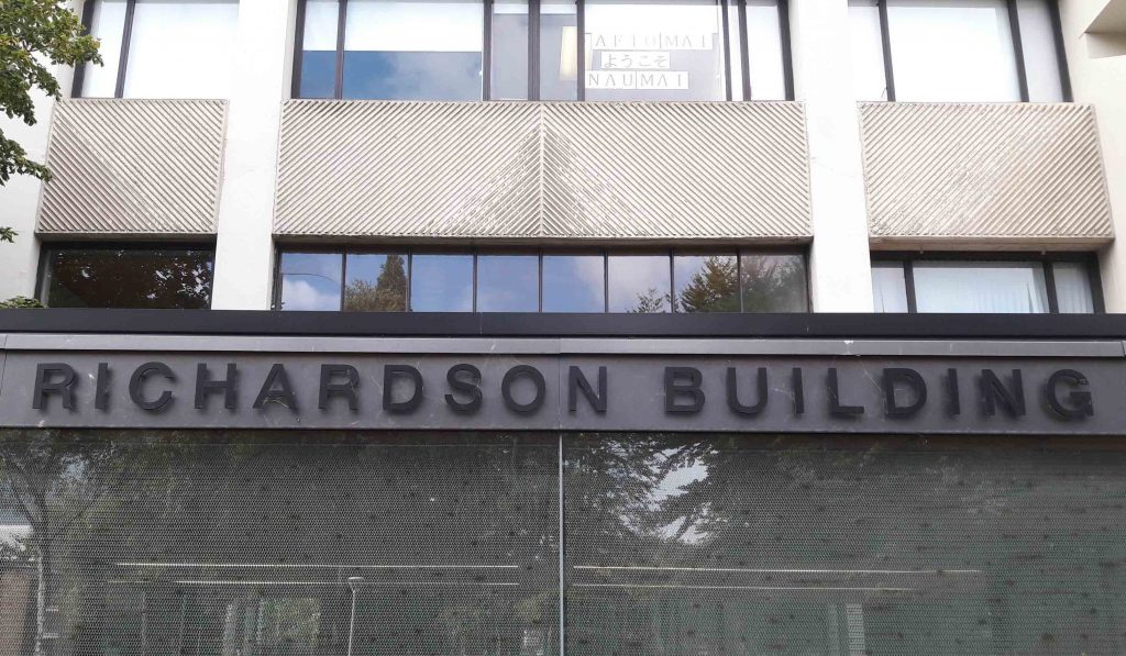 Photo of the entrance to the Richardson building