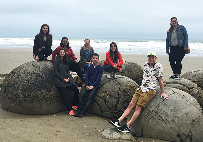 Diermeier Lab outing at Moeraki boulders