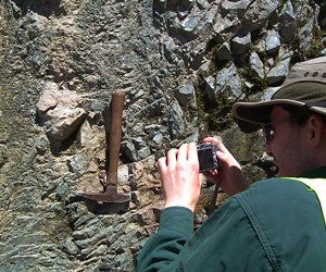 Demonstration of how to take a photograph of outcrops with a proper scale, Alpine Fault footwall rocks