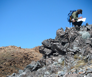 Mapping a mafic dike in the Red Hills ultramafic massif