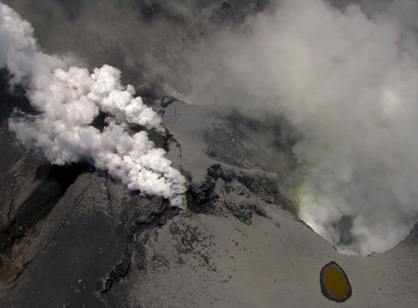 Peeking into the crater of the 2012 Te Maari eruption at Mount Tongariro