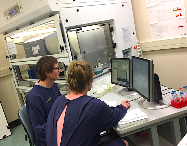 Peter Fineran and Hannah Hampton in the Flow Cytometry Suite image