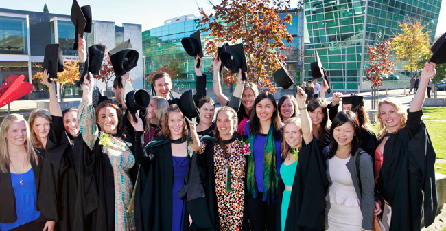 dietetics graduates celebrate with Nadia Lim