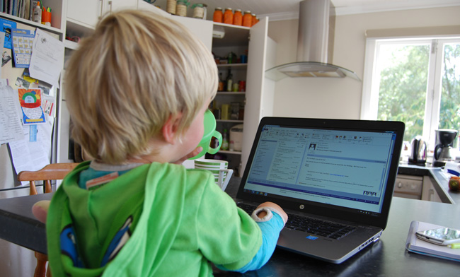 child-at-computer-image