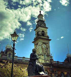 Municipal Chambers and Robbie Burns Statue