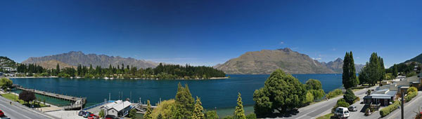 Queenstown panorama of lake