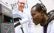 Food-Science-student and lecturer in the lab with equipment 2020 image 1x