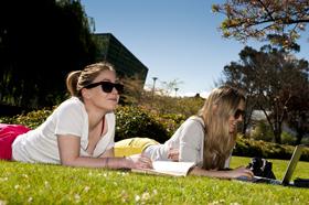 SS girls in sun
