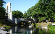 The Bridge of Remembrance taken from the north, looking down the Avon.<br />Photo: Vicky Cameron