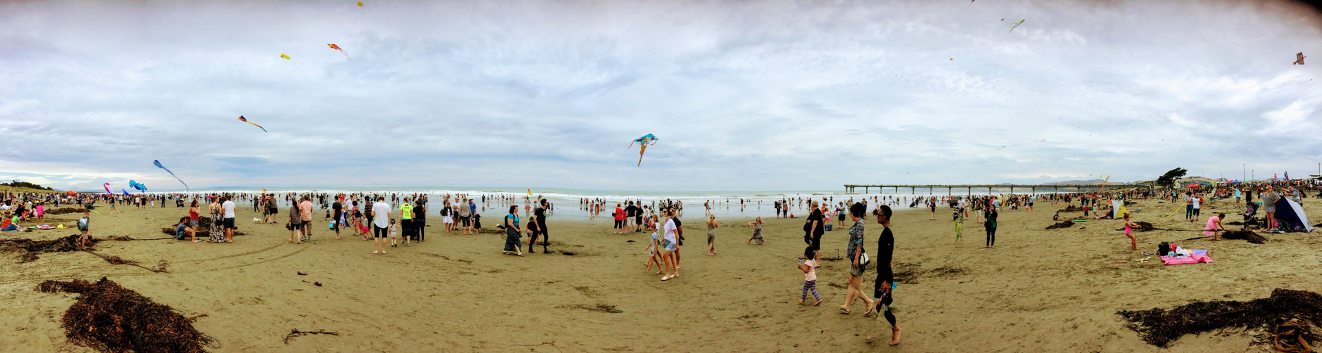 Crowds on New Brighton beach for Kite Day (2017)