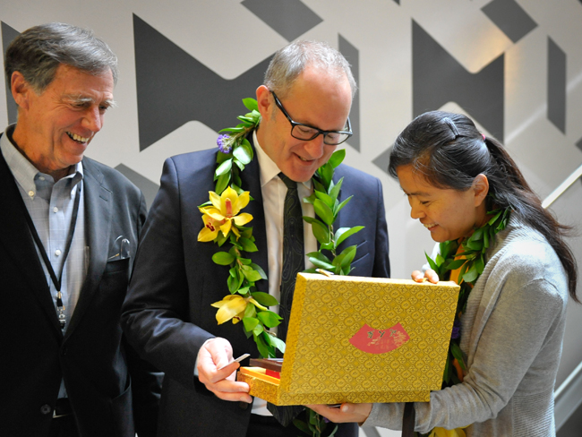 Professor Harrison Fraker watches as Minister Phil Twyford receives gift from Professor Li Zhu