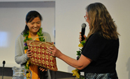Professor Philippa Howden-Chapman presents gift to Professor Li Zhu